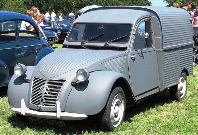 1280px Citroen 2CV fourgonette dept 35 in Essex
